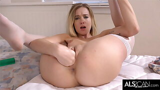 Hot Teen Lower House alongside Camera To the fullest Fisting Their way Shaved Pussy